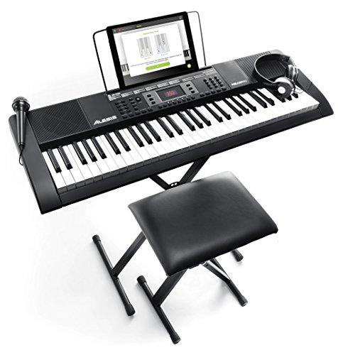 Alesis Melody 61 MKII - Tastiera Musicale Portatile - Pianola con Cuffie, Microfono, Casse Integrate, Stand, Leggio, Sgabello e 61 Tasti, Nero