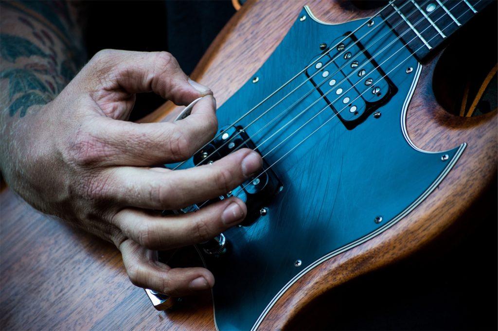 Il legno della chitarra elettrica